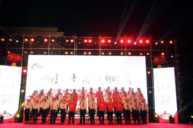 成都高新区石板凳镇:干部群众欢歌劲舞庆国庆